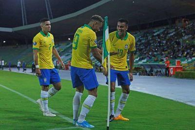 Brasil se clasifica y el grupo se aprieta