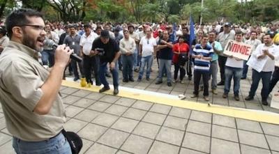 """HOY / Recorte a """"altos beneficios""""  de contrato de estatales: se  movilizan contra tijerazos"""