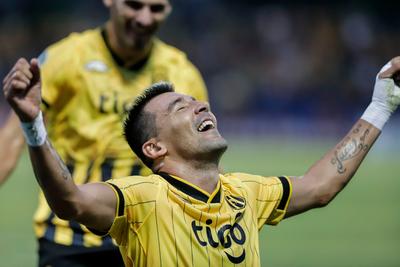 Guaraní avanza en la Copa goleando a San José