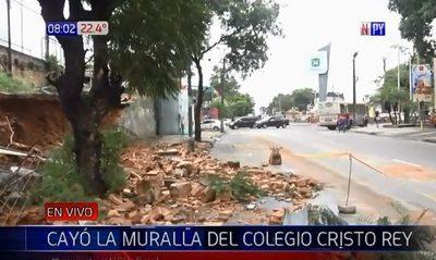 Muralla de colegio Cristo Rey se desmorona tras temporal