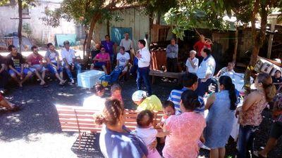 Derlis Cañete visita barrios esteños y presenta propuestas a moradores