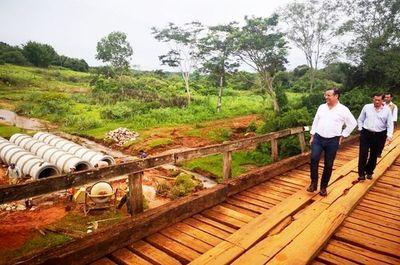 Cuevas trata de aprovecharse de la gestión de los pobladores de Acahay