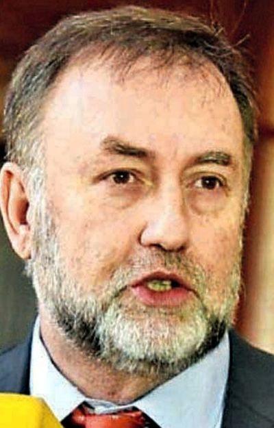 """Benigno lamenta """"reacción primitiva"""" en Banco Central"""