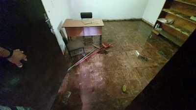 Oficina de turismo abandonada ahora es criadero de mosquitos