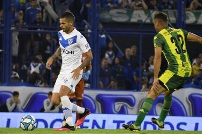 Fernando Gago sufre una grave lesión jugando por Vélez