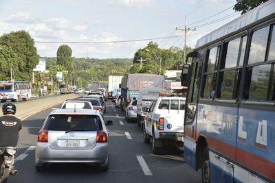 Tráfico pesado sobre la Ruta PY02 por fanáticos de la música
