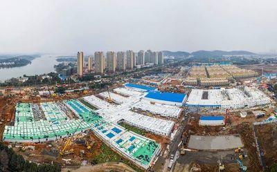 """China: Hospital de 1.000 camas en diez días, """"milagro"""" y joya propagandística"""