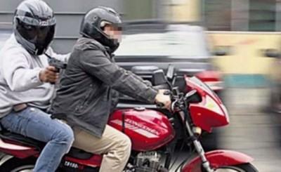 Financiera es asaltada por dos motochorros