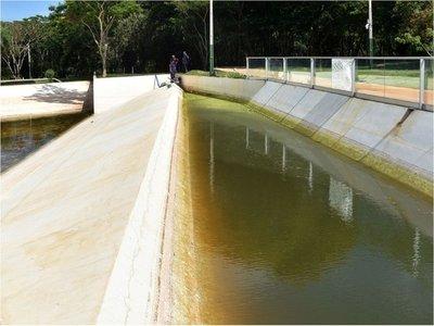 Enormes piletas con agua de lluvia en  Parque Urbano generan temor