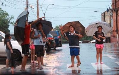 Anuncian jornada calurosa y con lluvias