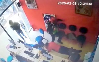 Motochorros toman por asalto una financiera en CDE y se alzan con dinero y celulares