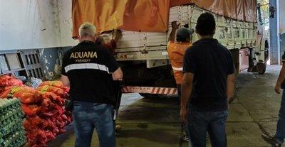 Donan alimentos incautados tras operativos anticontrabando