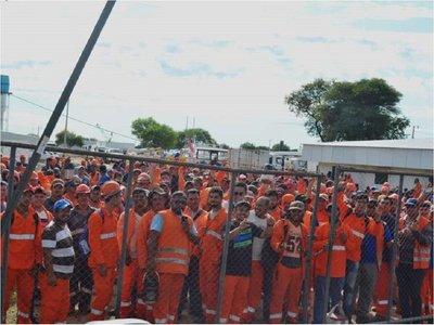 Obreros de la ruta Bioceánica protestan por mejores condiciones laborales