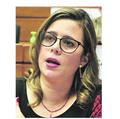 """Kattya González: """"El ciudadano tiene derecho de saber de dónde los candidatos sacan el dinero para sus campañas"""""""