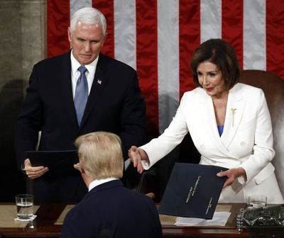 Trump ignora saludo de Nancy Pelosi antes de su discurso
