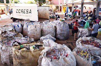 Ñemby: Estudiantes recolectan residuos y promueven el cuidado del medio ambiente
