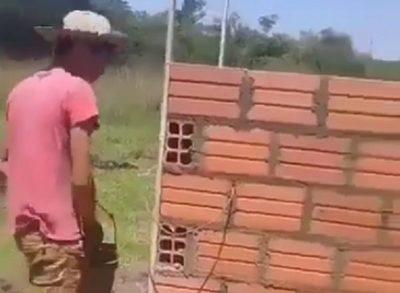 Albañil se olvidó de ponerle una puerta a su construcción