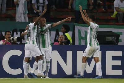 Atlético Nacional aplasta a un apagado Huracán