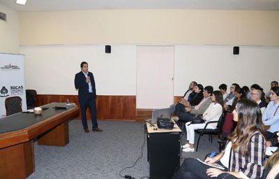 Becal lanza becas para estudiar en EEUU