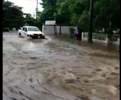 Inundación en Santísima Trinidad, a cuadras de zona de obras del Botánico
