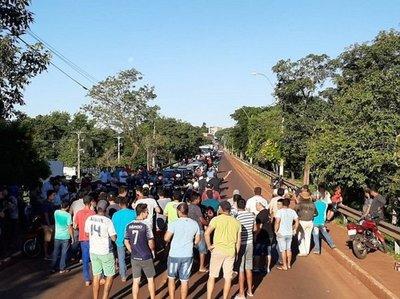 Cigarrilleros protestan tras histórico decomiso a cercanías del lago de Itaipú