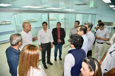 """""""Planillero de la UNE"""" aprovecha presencia de ministro para hacer campaña electoral"""