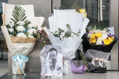 Muerte del médico que alertó del coronavirus sacude a China