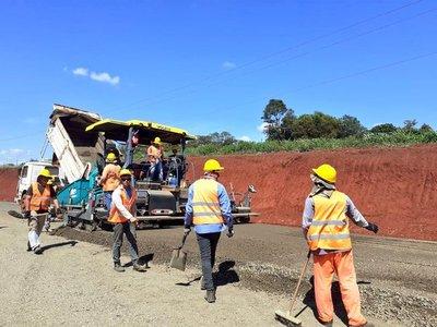 Gobierno da inicio de obras para asfaltar accesos a Puerto Irala y Santa Rosa del Monday