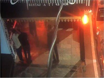 Video capta momento de festejo tras golpiza a Fernando Báez
