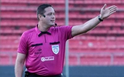 Borran a árbitros de copas internacionales tras bochorno