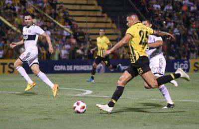 Guaraní regala los puntos al hacer jugar a seis extranjeros