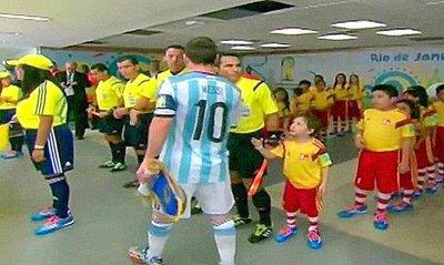 Messi dice ahora que no vio al niño (VIDEO)