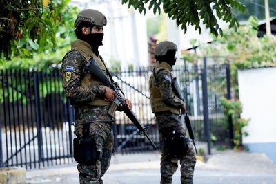 """El Salvador: Conflicto entre Bukele y Legislativo recuerda a """"tiranías y populismos"""", dice periodista"""