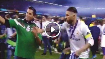Sergio Ramos se niega a tomarse una foto con un mexicano (Vídeo)