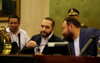 El Salvador: Presidente Bukele irrumpe con militares en Congreso y abre crisis interna