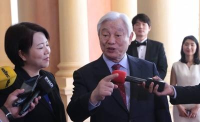 HOY / Acusado de lavar cerebro a  jóvenes en EE.UU: pastor coreano 'entra' en colegios