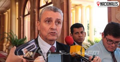 """Pifiada del MEC no afectará a Petta: """"Los errores se pueden cometer"""""""