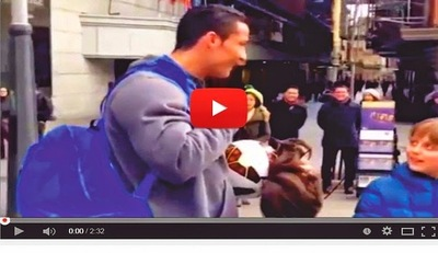 Cristiano Ronaldo se pone bigote y peluca (VIDEO)