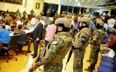 Persiste la crisis política en El Salvador