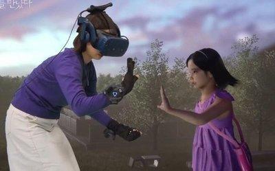 Realidad virtual permite abrazar a su hija muerta