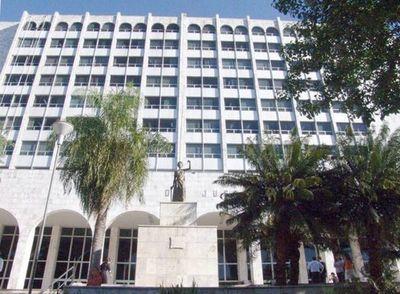 Doctores en Ciencias Jurídicas renuncian para evitar exponerse a examen de conocimientos generales