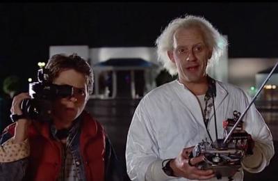 Recrean una icónica escena de 'Volver al Futuro' con el Cybertruck de Tesla