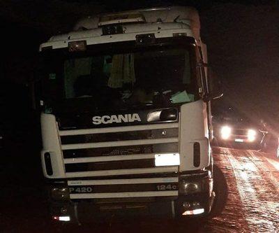 Recuperan camión cargado con granos de soja