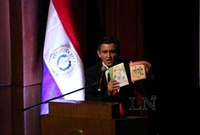 Defensor del Pueblo presentará censura contra Petta y pide retirar libros con errores