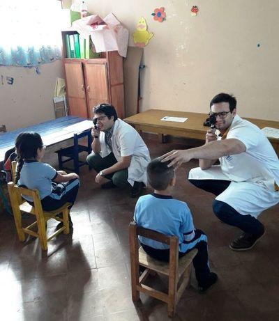 ¡Antes de volver a clases! Recomiendan realizar controles oftalmológicos a niños
