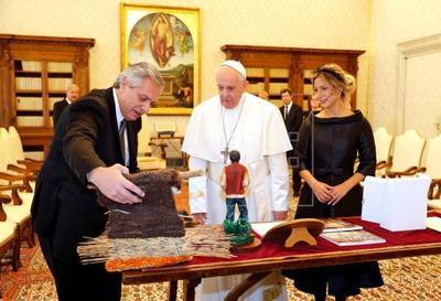 Presidente de Argentina afirma que el papa está ayudando mucho con tema deuda
