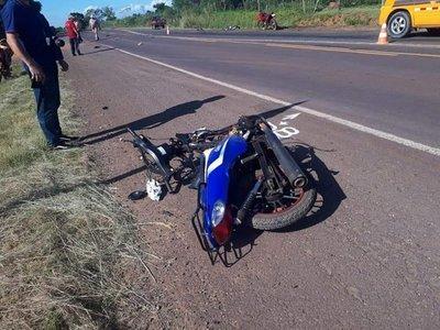 Adolescente fallece tras choque de motocicleta contra un automóvil