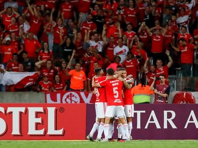 Internacional condena a Universidad de Chile y pasa de ronda en la Libertadores