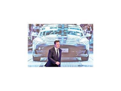 """Musk califica a Facebook de """"aburrido"""" y sugiere borrarlo"""