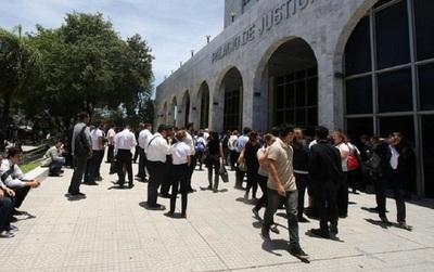 Gremio de abogados espera que la Corte despida a huelguistas del PJ